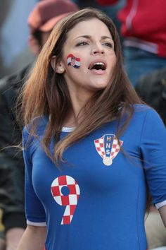 Trendy Hair Makeup And Outfit Fashion Styles visit to see Hot Football Fans, Football Girls, Soccer Fans, Hot Fan, Female Volleyball Players, Female Gymnast, Soccer World, Sports Stars, Hot Outfits