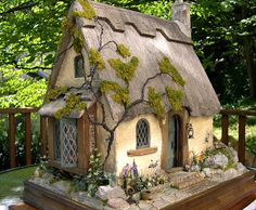 Good Sam Showcase of Miniatures: English thatched roof cottage workshop.