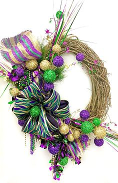 Fat Tuesday is coming! 11 elegant Mardis Gras wreaths for your front door sulked Fat Tuesday is coming! 11 classy Mardis Gras wreaths for the front door, published in Pouted Online Metal Flower Wall Art, Metal Wall Art, Madi Gras, Mardi Gras Wreath, Mardi Gras Decorations, Flower Arrangements, Christmas Wreaths, Things To Come, Diy Projects