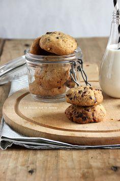 cookies au beurre de cacahuète, pépites de chocolat et éclats de caramel Sweet Desserts, Sweet Recipes, Cooking Chef, Cooking Recipes, Macarons, Cooking Cookies, Cuisine Diverse, Cheesecake, Dessert Bread