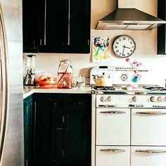 Old-timey stove (white enamel Wedgewood)
