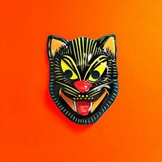 """Vintage Devil Mask There's various levels of what we consider """"vintage"""" Halloween masks. Many children of the (peak of Halloween . Scary Ghost Pictures, Ghost Photos, Halloween Pictures, Halloween Ideas, Happy Halloween, Haloween Mask, Paranormal Photos, Real Ghosts, Animal Masks"""