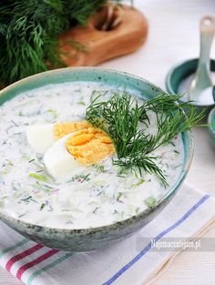 Chłodnik ogórkowy z rzodkiewką Healthy Soup, Healthy Cooking, Healthy Recipes, Good Food, Yummy Food, Vegetable Soup Recipes, Polish Recipes, Polish Food, Food Design