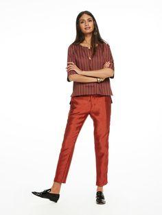 Pantalones entallados con franja de tarlatán