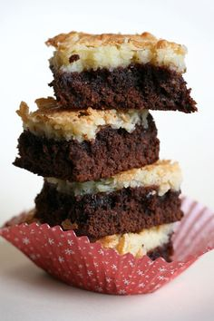 Cream Cheese Brownies  1 pkg Duncan Hines Chocolate Lovers' Double Fudge Brownie Mix  2 eggs  1/3 cup water  1/4 cup vegetable oil    Topping  1 8 oz. pkg cream cheese (softened)  2 eggs  1 lb confectioner's sugar