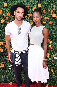 A modelo Jasmine Tookes com look total white + Tobias Sorenson.