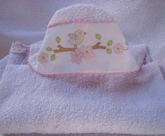 Toalha de felpo com capuz bordado