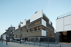Centro de Bem-Estar para Crianças e Adolescentes / Marjan Hessamfar & Joe Vérons