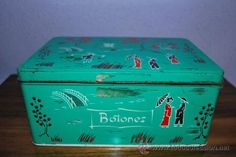 A tin box like this was at every Spanish home during the and It's a giveaway from the Spanish coca brand Cola Cao. My grandma would keep her sewing stuff in here. Collections Of Objects, Spanish House, My Past, Tin Boxes, Nostalgia, Decorative Boxes, Old Things, Happy, Beautiful