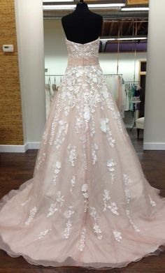 David Tutera 213247: buy this dress for a fraction of the salon price on PreOwnedWeddingDresses.com