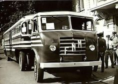 SO was the transport of PASSENGERS in RIO DE JANEIRO in the EARLY ' 60 YEARS, it is a TRUCK FNM (FÁBRICA NACIONAL DE MOTORES) coupled to A SPECIFIC TRAILER for the transport of persons, VERY RARE PHOTO!