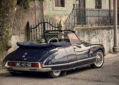Citroen DS 'Decapotable' by Henri Chapron of Paris.They don't make beautiful cars any Citroen Ds, Psa Peugeot Citroen, Retro Cars, Vintage Cars, Carros Suv, Carros Retro, Automobile, Cabriolet, Car Images