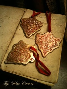 Tigs White Canvas: How to make - Christmas ornament tutorial