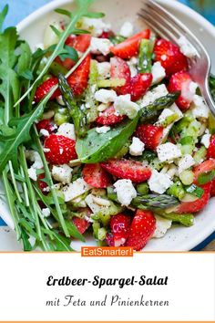 Erdbeer-Spargel-Salat mit Feta und Pinienkernen – smarter – Kalorien: 281 kcal -… Strawberry and asparagus salad with feta and pine nuts – smarter – calories: 281 kcal – time: 30 min. Grilling Recipes, Raw Food Recipes, Chicken Recipes, Snack Recipes, Dinner Recipes, Healthy Recipes, Snacks, Cooking Recipes, Summer Salad Recipes