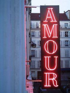 AMOUR neon signage