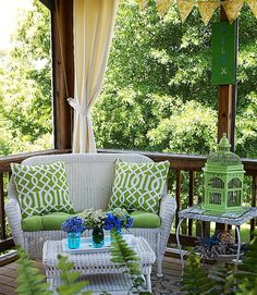Aposte em gaiolas para dar um toque de romantismo e bom gosto à decoração!  http://carrodemo.la/28644