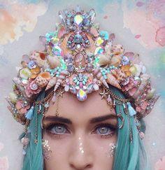 Chelsea's flowercrowns par chelseasflowercrowns Crystal Crown, Crystal Jewelry, Seashell Crown, Pinterest Jewelry, Mermaid Crown, Mermaid Tails, Mermaid Makeup, Festival Looks, Fantasy Jewelry