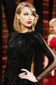 Taylor Swift attends the 2014 Vanity Fair Oscar Party.