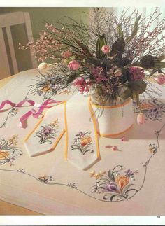 Table Runners, Beautiful Flowers, Embroidery Designs, Cross Stitch, Textiles, Tapestry, Quilts, Table Decorations, Social