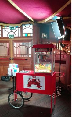 Carritos de palomitas Pecae #eventos #recenas #celebraciones #carritos #palomitas Popcorn Maker, Hot, Kitchen Appliances, Events, Hot Dogs, Rolling Carts, Celebrations, Diy Kitchen Appliances, Home Appliances