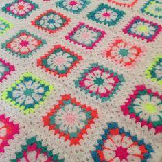 Grannysquare crochet blanket -Studio Hip en Stip-