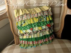 Ruffled Christmas pillow tutorial.  Cute, and can be adapted for other holidays!