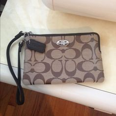 Coach wristlet New with tags .. Coach wristlet .. Coach Bags Clutches & Wristlets