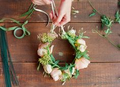 We love this wedding DIY by a spring flower crown for the flower girl! Flower Crown Tutorial, Diy Flower Crown, Diy Crown, Flower Art, Flower Crowns, Flower Girls, Summer Flowers, Diy Flowers, Wedding Flowers