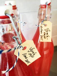 Syrensaft Underbar saft med härlig smak som blir en lyx-saft till barnen eller kanske del i en härlig försommardrink blandad med bubbel.  Receptet hittar du här:https://www.freakykitchen.se/sv/blogg/recept/2016/05/16/syrensaft.html