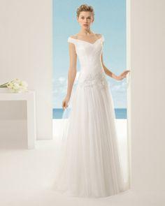 Beaded silk tulle lace dress, in ecru.