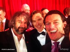 "winiwyne:  cumberbum:    Luke Evans ‏@TheRealLukevans    ""Couldn't resist. #specialhobbitmoments"" [x]   Hah, how funny! This is what it look..."