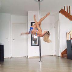 753 отметок «Нравится», 47 комментариев — leslielili (@leslielili_pole) в Instagram: «Today I came up with this cool little combo😃 I hope you'll like it!!!💙 #pole #poledance #poledancer…» Dancer Stretches, Pole Fitness, Handstand, Pole Dancing, I Hope, Up, Train, Names, Workout
