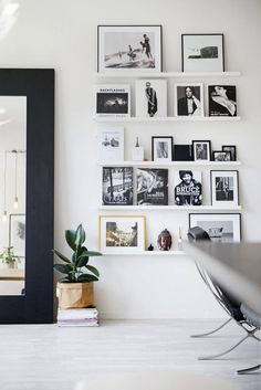 6 Stunning Tips: Floating Shelf Decor Plants floating shelves modern toilets.How To Decorate Floating Shelves Unique black floating shelves small spaces.Floating Shelves Over Toilet Home Decor. Inspiration Wand, Home Decor Inspiration, Decor Ideas, Decorating Ideas, Diy Ideas, Decorate My Room, Turbulence Deco, Picture Shelves, Picture Frames