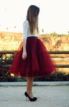 Falda midi + GRANATE. Realizamos faldas de tul a medida y en todos los colores. Más información en https://www.tullerouge.com