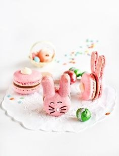 Easter Bunny Macaroons from baking blog Rasberri Cupcakes.