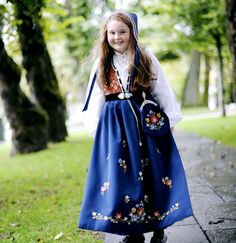 JELSA - Nordaker Bunader | Bunad | Damebunad | Herrebunad | Barnebunad Jelsa, Folklore, Floral, Skirts, Fashion, Dressmaking, Manualidades, Moda, Skirt