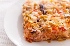 Рецептата за праз с ориз е една от типичните български зимни рецепти. Праз с ориз може да бъде сервиран, както като основно ястие, например по време на пости, така и като вкусна гарнитура към всяка пържолка. Освен това празът с ориз, както и киселото зеле с ориз са идеални за попълване на бройката от постни ястия за празничната вечеря на Бъдни вечер. И въпреки че до Коледа остават още малко повече…