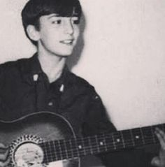 HERE JOHN LENNON IS 13 YR OLD CUTE LITTLE TEEANGER JOHN.