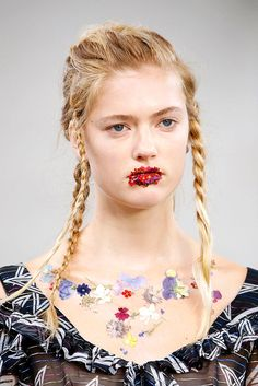 LONDON, UK - SEPTEMBER 18: A Hairstyle and Make-up detail at the Preen by Thornton Bregazzi show during London Fashion Week Spring/Summer collections 2017 on September 18, 2016 in London, United Kingdom. (Photo by Estrop/Getty Images)