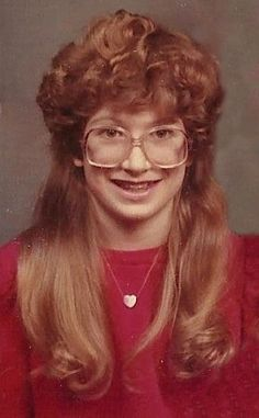 From comical mullets and unflattering fringes to bouffants so big they're barely contained in the photo's frame, these shots from Awkward Family Photos are the epitome of 'bad hair day'. Baby Girl Hairstyles, Girl Haircuts, Retro Hairstyles, Headband Hairstyles, Hairstyle Ideas, Crazy Hair, Big Hair, Apple Cut Hairstyle, Hair Mascara