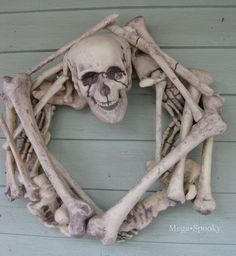 DIY Skeleton Wreath #Halloween #DIY #Wreaths #Skeletons #Bone #Bones #HomeDecor #Decor #Decorate #Decorations
