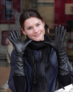 Ladies in Leather Gloves Black Leather Gloves, Leather Accessories, Gloves Fashion, Fashion Clothes, Women's Fashion, Elegant Gloves, Long Gloves, Leather Dresses, Leather Outfits