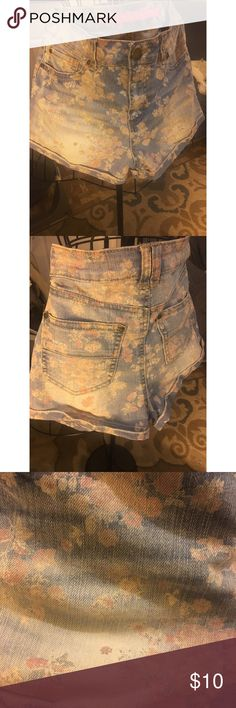 🌸HIGH WAISTED DENIM SHORTS🌸 ADORABLE pre loved high waisted floral shorts!! Denim is sightly faded in some spots but it only adds to the style! Tinseltown Shorts