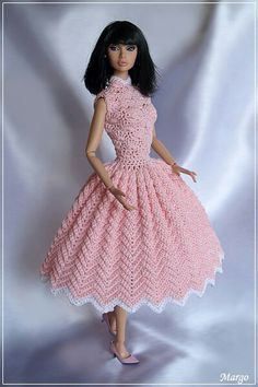 Irresistible Crochet a Doll Ideas. Radiant Crochet a Doll Ideas. Crochet Doll Dress, Crochet Barbie Clothes, Knitted Dolls, Barbie Patterns, Doll Clothes Patterns, Dress Patterns, Moda Barbie, Accessoires Barbie, Barbie Dress