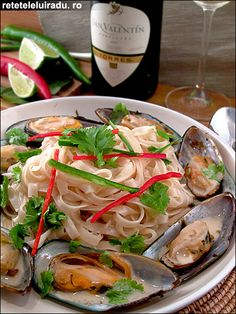 Spicy coconut sauce mussels with rice noodles