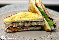 Sandwich club de queso, pavo/pollo/jamón y bacon