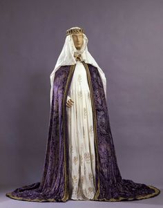 """Countess Matilda& costume from the theatre production of """"Henry IV"""" - Medieval Party, Medieval Gown, Medieval Costume, Medieval Fantasy, Gothic Corset, Medieval Fashion, Medieval Clothing, Historical Costume, Vestidos"""
