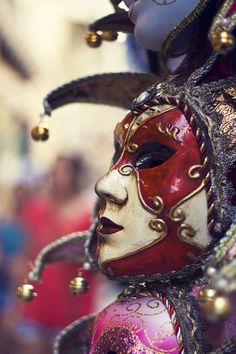 Venetian Harlequin Mask for Men - Bing images Venetian Carnival Masks, Carnival Of Venice, Venetian Masquerade, Masquerade Ball, Vincent Van Gogh, Harlequin Mask, Venice Mask, Carnival Outfits, Pierrot