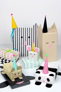 DIY gift wrapping ideas for birthday gifts and mothers day/fathers day gifting. - How to Tutorials Diy Present Wrapping, Creative Gift Wrapping, Creative Gifts, Wrapping Papers, Gift Wrapping Ideas For Birthdays, Wrapping Paper Ideas, Diy Birthday Wrapping Ideas, Cute Gift Wrapping Ideas, Pretty Packaging