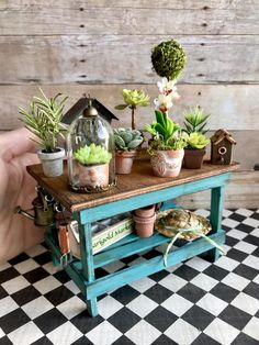 39 Ways to Creat a Delicate DIY Doll House DIY crafts, doll house, diy toys,girls Miniature Furniture, Doll Furniture, Dollhouse Furniture, Putz Houses, Miniature Plants, Miniature Houses, Diy Dollhouse, Dollhouse Miniatures, Dolls House Shop